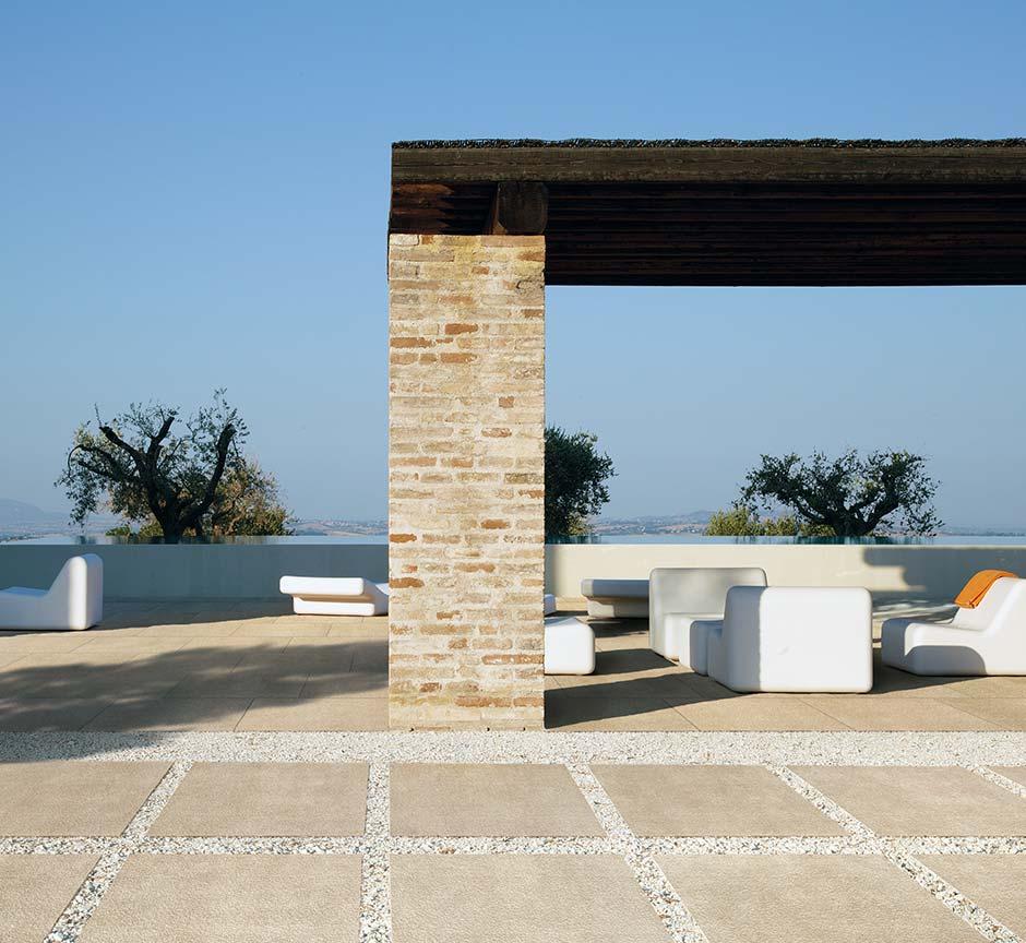 pose sur gravier et sur sable. Black Bedroom Furniture Sets. Home Design Ideas